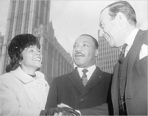 Dr.  Y la Sra. King con el alcalde Wagner