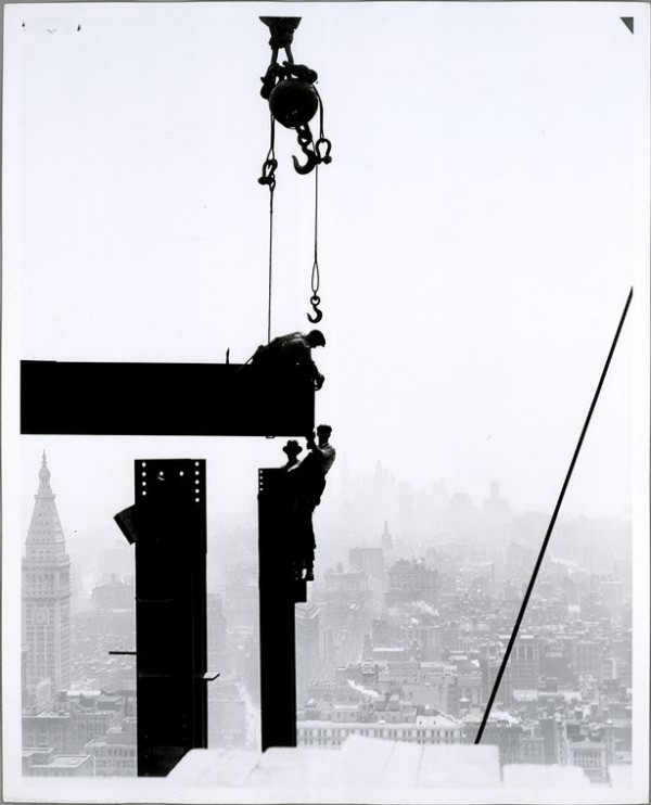 Building the empire state building New york