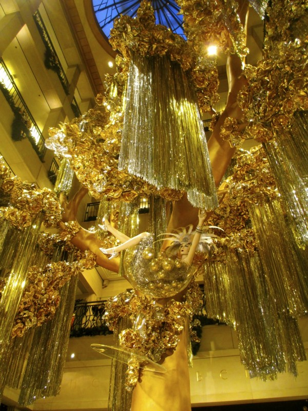 Bendel's Golden Holiday Tree, NYC 2012