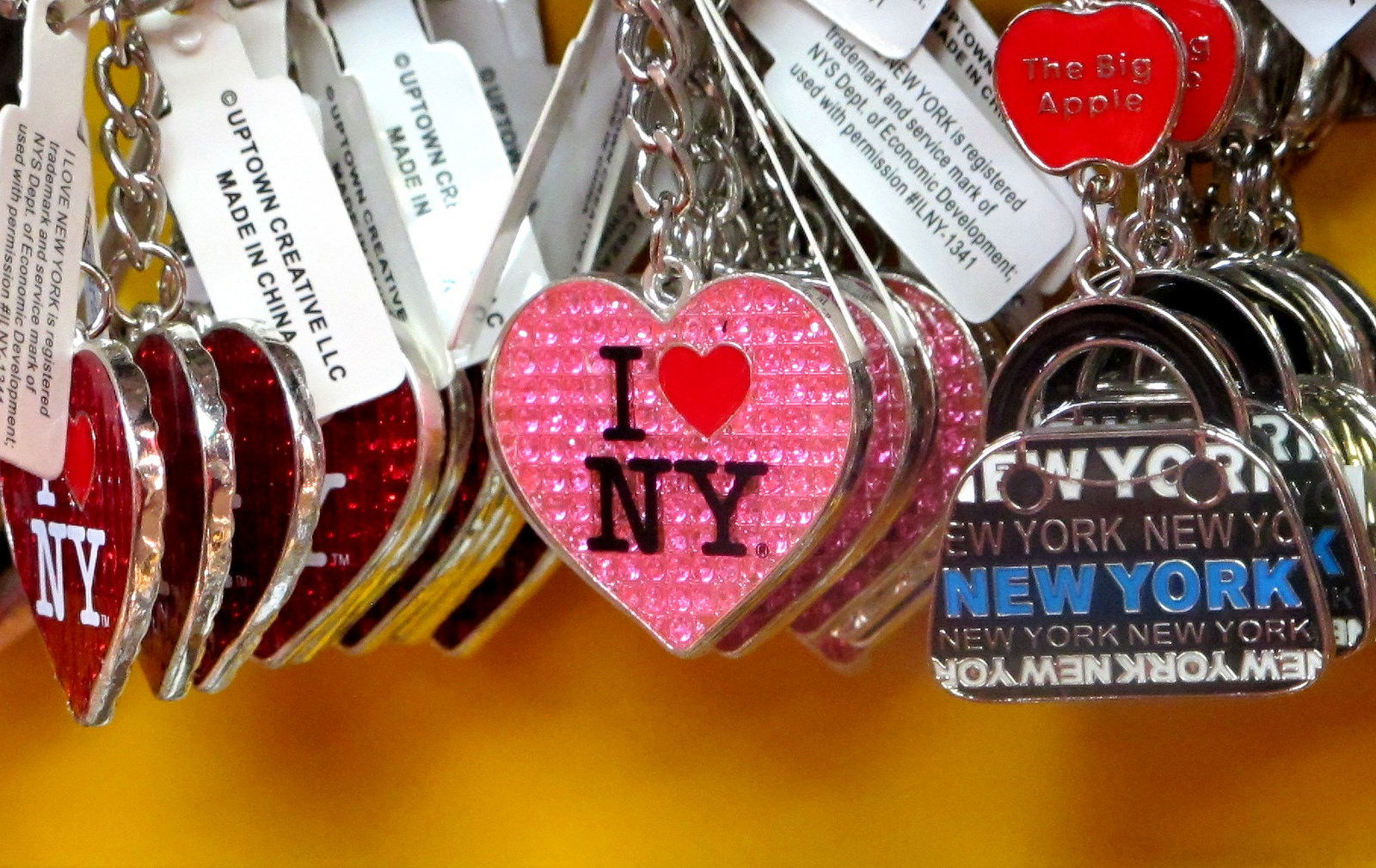NYC souvenirs | Photo by frankieleon. https://www.flickr.com/photos/armydre2008/15786240793/in/photolist-q3YBpp-qa5qGW-9g61hG-dUe6Vo-dbHE4H-dTmnSq-r7p27V-wfXHP-acKXSa-6VKbsU-6VF7up-uJKSeF-6VKbbm-6VF7Gn-7LDnMS-qoKnBD-5wC3VJ-7LzoAF-LubtE-dSQBt2-6VK2Bm-61UPjG-cwtvgj-dSQ7Sa-cyNbWw-2nEkS-qfSYSq-acNNQE-7iCWZ4-tGPXXf-6Wzo2q-dPDZbq-nyuQzG-8QycoG-bQzYac-nx6SYg-aE5c8p-5esG8V-ejQv8w-bBFhgf-bBFhSE-az7jyE-bQzXDk-hMBAVC-bQzXTz-bhvWpF-oQmvCm-4zuXB9-acKYKV-9fHKYk